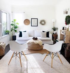 Perfect Minimalist Dining Room Table Idea - Home Decor Interior Minimalist Dining Room, Budget Home Decorating, Home Improvement Loans, Boho Room, Elegant Homes, My Living Room, Online Home Decor Stores, Dining Room Table, House Styles