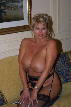 vieilles matures nues escort girl roissy