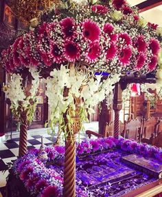Greek Easter, Church Flowers, Orthodox Christianity, Altar, Holi, Wedding Flowers, Table Decorations, Creative, Church Flower Arrangements