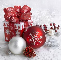 Best Birthday Quotes : Happy birthday to the best mum ever, may God grant you many many more . New York Christmas, Christmas Scenes, Christmas Tree Themes, Christmas Mood, Christmas Pictures, Christmas Colors, Christmas Ornaments, Christmas Phone Wallpaper, Christmas Aesthetic Wallpaper