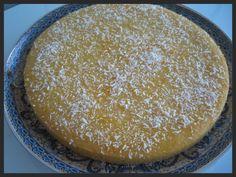 Deze cake maak je met zonnebloemolie, griesmeel en vanillevla. Resultaat? Een zachte en luchtige cake met vanillesmaak, een cake die abs...