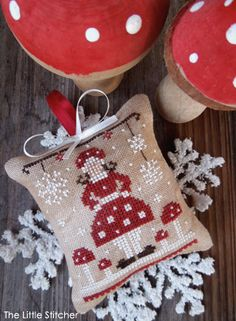 The Little Stitcher: Red Christmas Freebie - Miss Mushroom