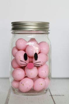 Adorable and EASY mason jar idea! Apply little faces to clear mason jars and fill with colorful candies to make quick Easter mason jar craft favors! Sooo cute!  Love this BUNNY mason jar!