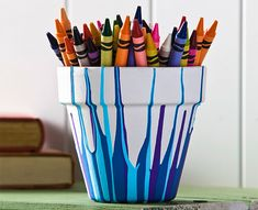 Turn a clay pot into a bright and whimsical container for markers, crayons, and other craft items. Clay Pot Projects, Clay Pot Crafts, Diy Projects To Try, Easy Crafts, Craft Projects, Painted Clay Pots, Painted Flower Pots, Pot A Crayon, Summer Crafts For Kids