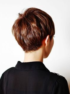 #Neueste Frisuren 2018 Rückansicht eines Pixie-Schnittes #Rückansicht #eines #Pixie-Schnittes