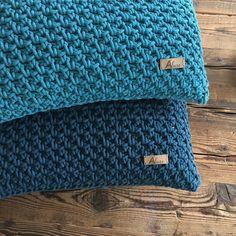 Onze katoen kussens zijn verkrijgbaar in 43 kleuren! Het draad wat we gebruiken is gerecycled biologisch katoen Continental Wallet