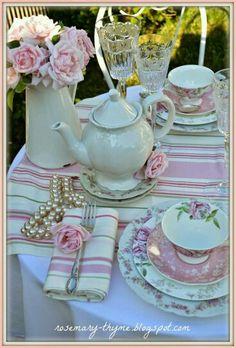 Resultado de imagen de table laid for afternoon tea party Table Rose, Vintage Tee, Vintage Tea Parties, Tea Party Table, Tee Set, Afternoon Tea Parties, Afternoon Tea Table Setting, Tea Sandwiches, Tea Party Birthday