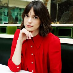 Stacy Martin teaches us how to achieve affortless beauty à la French women.
