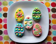 {Diabetes-friendly Easter Recipes} You don't need molds or other fancy decorating supplies to make these pretty eggs—just a few simple items you probably already have on hand.