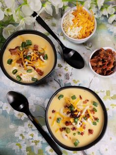 Instant Pot Low Carb Cheesy Cauliflower Soup w/Bacon is a delicious low carb soup, which is creamy and rich and loaded with flavor. Soup Recipes, Keto Recipes, Healthy Recipes, Crockpot Recipes, Bacon Recipes, Keto Foods, Keto Desserts, Dinner Recipes, Low Carb Beans