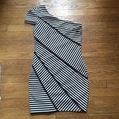 "Arden B. Medium One Shoulder Dress Black and white. Excellent condition. No stains or pulls. Worn once. Size zip perfect. 32"" from shoulder to hem. 33"" pit to pit. Waist is 28"". Has stretch. Arden B Dresses One Shoulder"