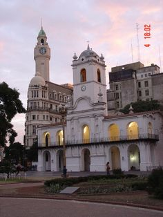 Plaza de Mayo, lado opuesto a la Casa Rosada | Cúpulas de Buenos Aires