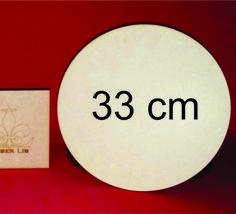 Sousplat, ou suporte de prato, feito em MDF de 3 mm de altura.    Produto versátil, podendo ser personalizado com tecidos, cores e apliques.  Corte preciso feito a laser, com alta qualidade  Dimensões:  Largura: 33 cm  Altura: 33 cm  Diâmetro: 33 cm  Altura: 3 mm