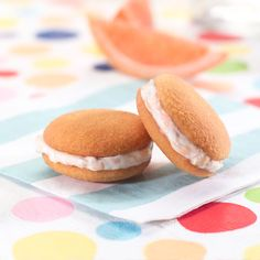 Sandwich cookies with grapefruit cream