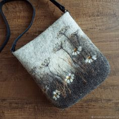 Fairydolls Little Peg Doll in a Felt Bag . Felt Fish, Waldorf Crafts, Wool Applique Patterns, Needle Felting Tutorials, Felt Purse, Fabric Bags, Wet Felting, Felt Art, Felt Crafts