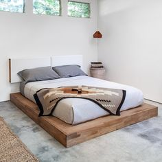 How to build a beautiful DIY bed frame & wood headboard easily. Free DIY bed plan & variations on king, queen & twin size bed, best natural wood finishes, and lots of helpful tips! - A Piece of Rainbow Solid Wood Platform Bed, Platform Bed With Storage, Bed Platform, Pallet Platform Bed, Platform Bedroom, Rustic Platform Bed, Floating Platform Bed, Queen Platform Bed Frame, Bed Frame Design