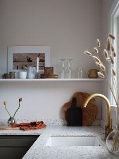 Home tour: Janniche Kristoffersen — 91 Magazine Indian Home Decor, Fall Home Decor, Home Decor Kitchen, Home Decor Bedroom, Cheap Home Decor, Living Room Decor, Victorian Decor, Vintage Home Decor, Country Look