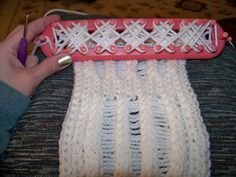 crisscross pattern for knitting loom, gives it a different texture!