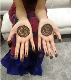Mehndi henna designs are searchable by Pakistani women and girls. Women, girls and also kids apply henna on their hands, feet and also on neck to look more gorgeous and traditional. Circle Mehndi Designs, Round Mehndi Design, Palm Mehndi Design, Mehndi Designs For Beginners, Mehndi Designs For Girls, Unique Mehndi Designs, Mehndi Designs For Fingers, Beautiful Henna Designs, Latest Mehndi Designs