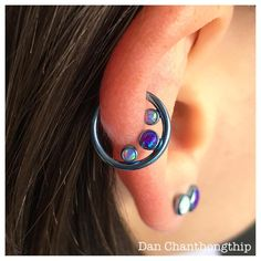 Love this Anatometal gemmed seam ring in this healed helix piercing! Very unique…