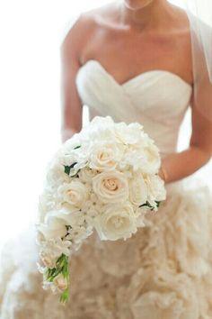 {Teardrop Bouquet Showcases: White Roses, Cream Roses & Spray Roses & White Stephanotis}