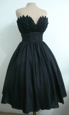 50s inspired ball dress with beautiful bust detail.