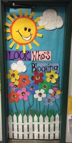 Spring Door Decorations Preschool Flower 54 Ideas For 2019 Decoration Creche, Class Decoration, Kindergarten Door, Preschool Class, Teacher Door Decorations, Preschool Decorations, Spring Bulletin Boards, Teacher Doors, School Doors