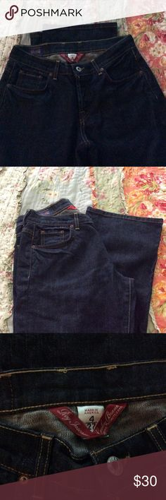 """LUCKY BRAND BLUE JEANS SIZE4/27 BEAUTIFUL LUCKY BRAND BLUE JEANS SIZE4/27...INSEAM IS 32""""...SORRY NO TRADES. H/4 Lucky Brand Jeans"""