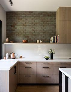 mrtn-architects-house-under-eaves-new-zealand-designboom-02