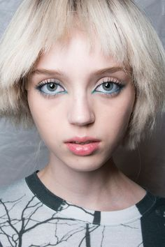2. Blue Eye Makeup