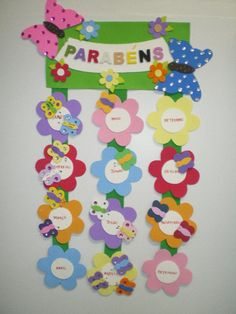Painel de aniversário                                                                                                                                                      Mais Classroom Birthday, Classroom Board, Birthday Board, Classroom Decor, Class Decoration, School Decorations, Diy And Crafts, Crafts For Kids, Arts And Crafts