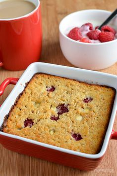 Slimming Eats Raspberry and White Chocolate Baked Oatmeal - gluten free, vegetarian, Slimming World and Weight Watchers friendly (chocolate mousse recipe raspberry) Baked Oats Slimming World, Slimming World Puddings, Slimming World Cake, Slimming World Desserts, Slimming World Breakfast, Slimming World Recipes Syn Free, Slimming World Cookies, Low Fat Cake, Gluten Free Oatmeal