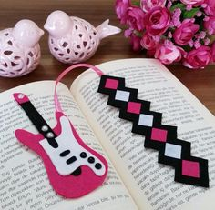 Bookmark Crochet, Felt Bookmark, Felt Crafts, Paper Crafts, Creative Bookmarks, Sewing Projects, Projects To Try, Diy Quiet Books, Music Crafts