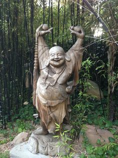 Would love this Buddha for my garden - it would make me smile every time I looked at it :)