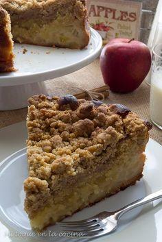 Mi toque en la cocina: Bizcocho de manzana con crumble de canela Apple Desserts, Great Desserts, Cookie Desserts, Pie Cake, No Bake Cake, Sweet Recipes, Cake Recipes, Apple Cinnamon Cake, Deli Food