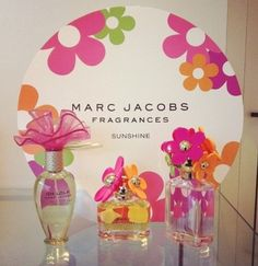 Yummy yummy smelling fragrances x Marc Jacobs Perfume, Flower Packaging, Hand Lotion, Smell Good, Bath And Body Works, Flower Patterns, Girly Things, Pink And Green, Perfume Bottles