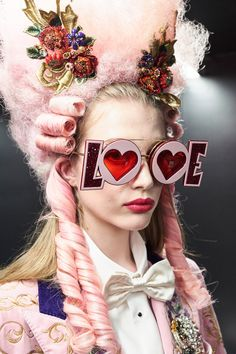 Discover clothing, shoes, bags and accessories designed by Dolce&Gabbana: the new collection with its unmistakable style is online. Moda Fashion, Fashion Show, Fashion Design, Fashion Trends, Fashion Stores, Fashion 2018, Fashion Fashion, Funky Glasses, Rococo Fashion