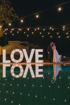Letras luminosas - LOVE - Casamento rústico chique na fazenda
