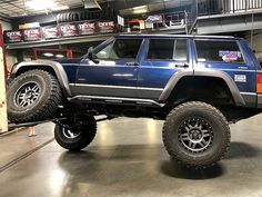 How sick is this jeep cherokee with those icon alloy wheels! Lifted Xj, Lifted Jeep Cherokee, Modificaciones Jeep Xj, Jeep 4x4, All The Mods, Blue Jeep, Jeep Wave, Suv Cars, Pickup Trucks