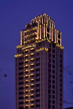 富宇建設/天觀/原碩照明設計顧問有限公司 Building Elevation, Building Exterior, Building Facade, Facade Lighting, Exterior Lighting, Facade Architecture, Beautiful Architecture, Architectural Lighting Design, Glass Building