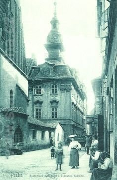 Prague thru time. Old-new Synagoge and Jewish Town Hall Vintage Pictures, Old Pictures, Old Photos, Old Postcards, Photo Postcards, Places Around The World, Around The Worlds, Prague Photos, Mountain City