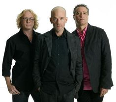 "JoanMira - 1 - World : R.E.M. - ""Loosing my religion"" - Video - Music"