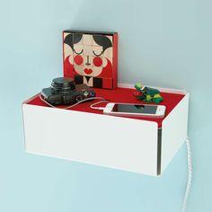 """Kabelbox """"Hide"""" Filz - Steht auf Kabelsalat - Handys, Kameras und MP3-Player müssen ständig aufgeladen werden. Die Kabelbox """"Hide"""" bringt endlich Ordnung in das Netzteil-Chaos. Aber nicht nur Kabel können stilvoll aufbewahrt werden: Schauen Sie bei milanari.com nach weiteren praktischen Ideen, um Ihre Dinge zu verstauen. Wir haben für Sie verschiedene dekorative Aufbewahrungsboxen und Ordnungssysteme in unserem Shop!"""
