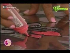 How to make Homemade Stained Glass DIY Painting How to make Stained Glass Tutorial . Scrapbook Box, Making Stained Glass, Pallet Art, Bottles And Jars, How To Make Homemade, Diy Projects To Try, Diy Painting, Crafts, Formulas