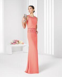 Vestido y chal de gasa y pedreria. Colección 2016 Rosa Clará Cocktail