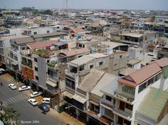 街並の引の写真/俯瞰バージョン→カンボジアそのものと、彼女達をとりまく環境を伝える