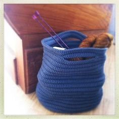 panier bleu crocheté