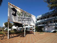 """* Maputo * Capital de Moçambique. """"Universidade Eduardo Mondlane""""."""