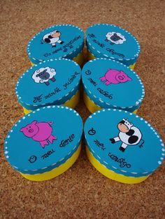 mais um conjuntinho de caixas para as recordações dos bebés...   http://asmalasdabi.blogspot.pt/2013/01/conjunto-de-caixas-animais-da-quinta.html