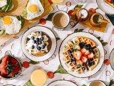 Hosting A Bride-To-Be Breakfast - hitched.co.uk Bottomless Brunch, Brunch Spots, Easter Brunch, Recipe Of The Day, Breakfast Recipes, Breakfast Ideas, Breakfast Dishes, Breakfast Catering, Breakfast Sandwiches